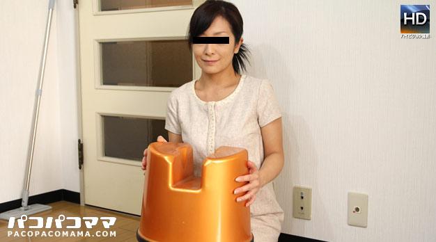 スケベ椅子を持参する美魔女の風俗嬢