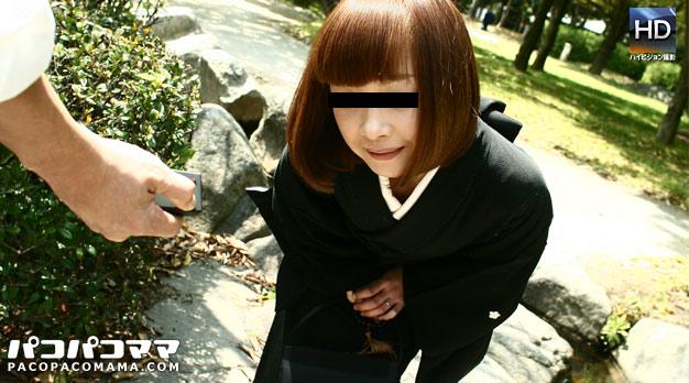 熟女の火遊び飛びっ子装着 〜喪服美人妻〜